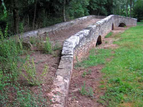 Walking in France: A final look at the old bridge near Laval