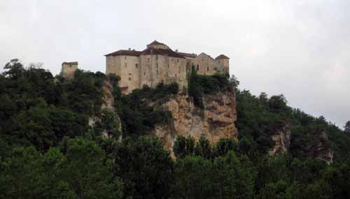 Walking in France: Approaching Bruniquel