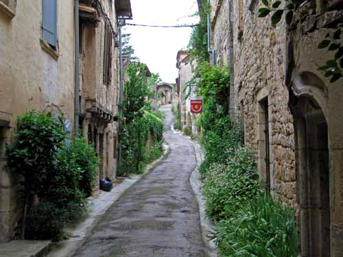 Walking in France: More steepness in Bruniquel