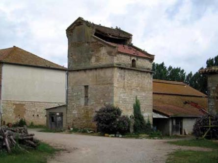 Walking in France: Pigeonnier near Montricoux