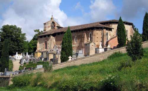 Walking in France: Church near Piquecos