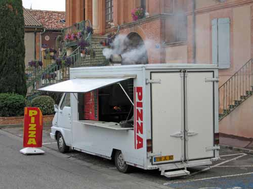 Walking in France: Wood-fired pizza van, Lafrançaise