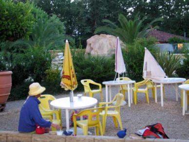Walking in France: Breakfast near the bar