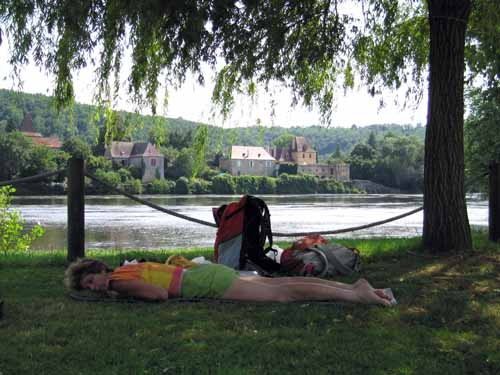 Walking in France: An afternoon nap beside the Dordogne, Lalinde camping ground