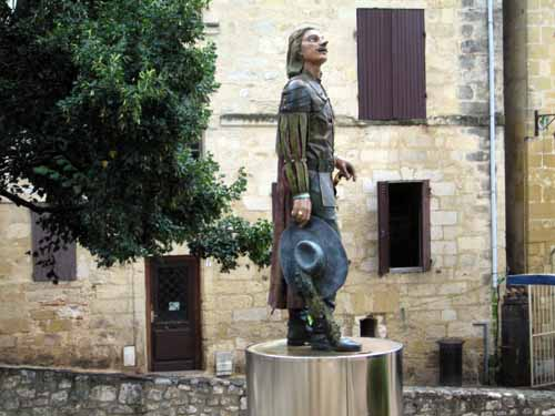 Walking in France: Statue of Cyrano de Bergerac