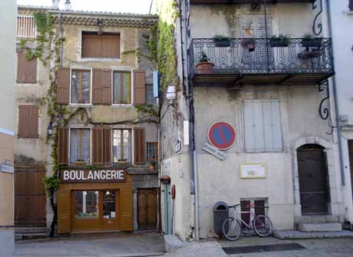 Walking in France: The boulangerie in Saint-André-les-Alpes