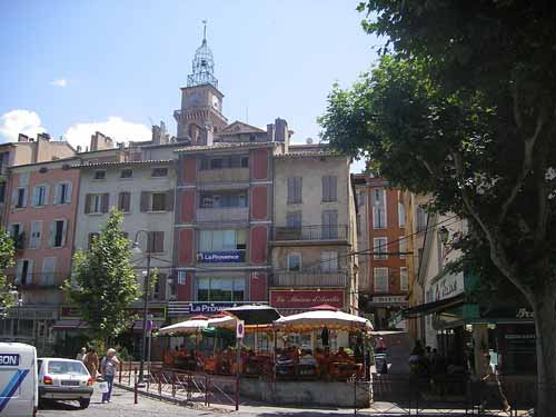 Walking in France: The square of apêritifs and dinner, Digne-les-Bains