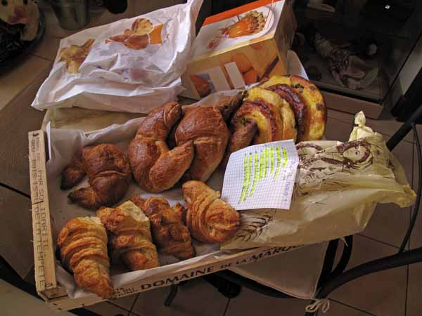 Walking in France: Sunday's delivery of pastries to Saint-Jal