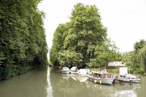 Walking in France: Pleasure boats on the Lateral Canal of the Garonne, Buzet-sur-Baïse