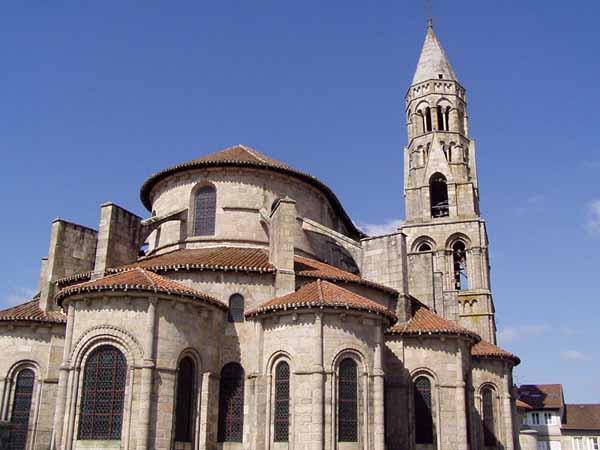 Walking in France: Romanesque church of Saint-Leonard-de-Noblat