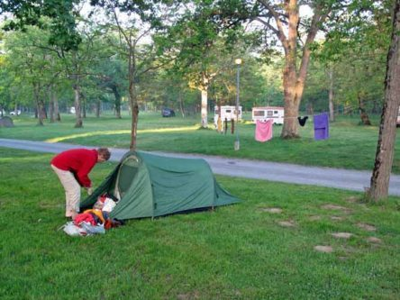 Walking in France: A cold start to the day, Cosne-sur-Loire camping ground