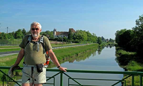 Walking in France: Leaving Bannay and about to lose the GR31