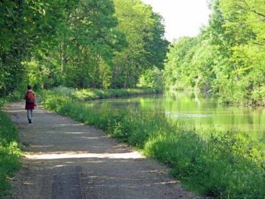 Walking in France: Beside the Lateral Canal of the Loire on the way to Saint-Satur