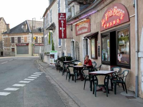 Walking in France: A glass of rosé at the P'tit Berry before dinner
