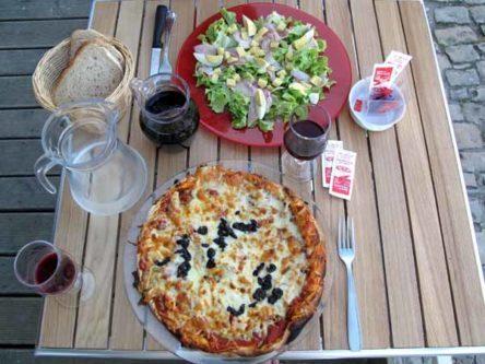 Walking in France: Dinner at la Charité-sur-Loire