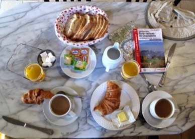 Walking in France: Second breakfast at la Grenouille
