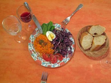 Walking in France: Our first (shared) course of crudités