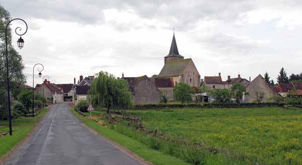 Walking in France: Approaching Augy-sur-Aubois