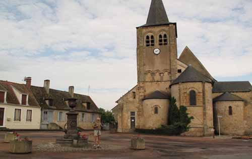 Walking in France: The church square in Augy-sur-Aubois