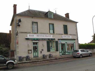 Walking in France: The bar/épicerie in Augy-sur-Aubois