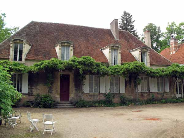 Walking in France: The fine old house that is the gîte in Charenton