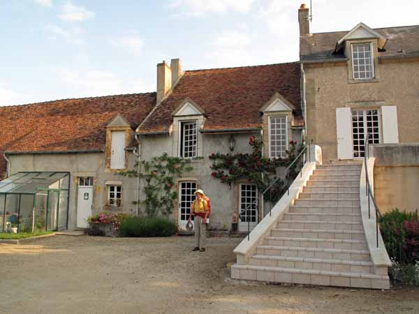 Walking in France: Arriving at the gîte in Loye-sur-Arnon
