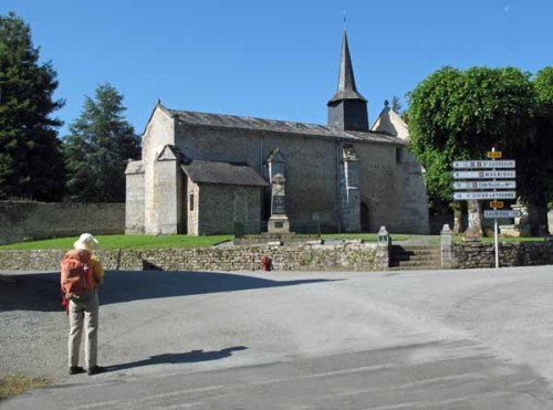 Walking in France: The tiny fortified church of Arrènes