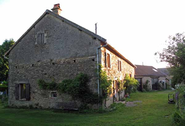 Walking in France: An early departure from a slumbering Chez Françoise