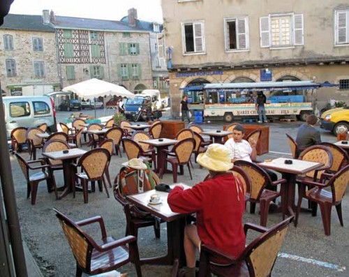Walking in France: ...in the main square, Saint-Léonard-de-Noblat
