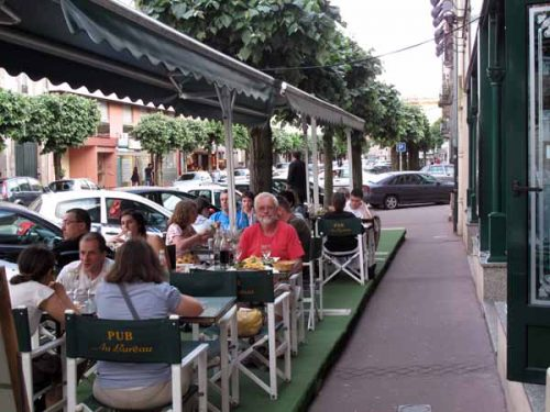 Walking in France: Outdoor dining at the Pub