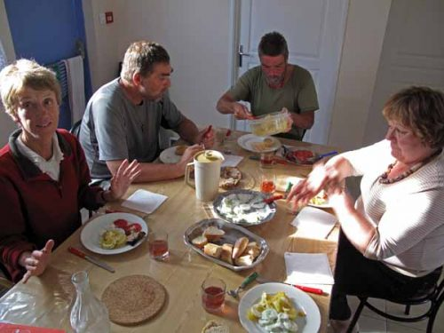 Walking in France: A lovely gîte dinner with Peter, Kees and Janine