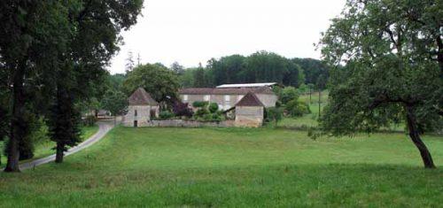Walking in France: A farm near Cornille