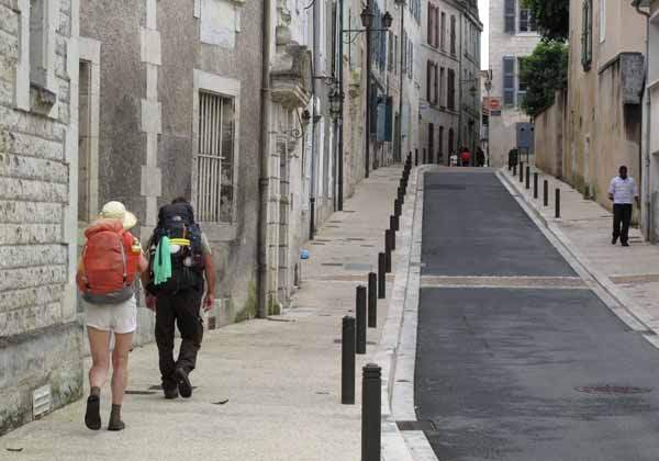 Walking in France: Jenny and Kees arriving in Périgueux