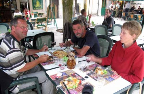 Walking in France: Dinner in the Place Saint-Louis with Henk and Kees
