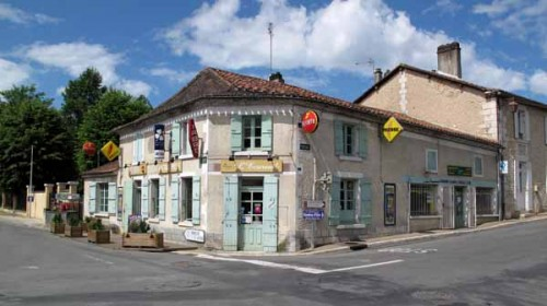Walking in France: A welcome sight, l'Ecureuil in Gravelle