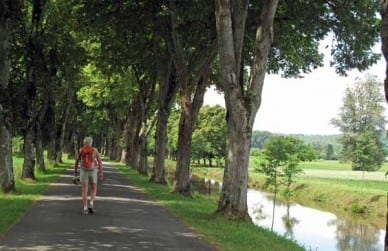 Walking in France: Following a canal across a loop of the Isle