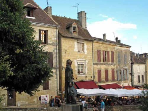 Walking in France: Passing Cyrano de Bergerac on the way to the camping ground