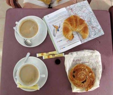 Walking in France: Second breakfast in Bouniagues