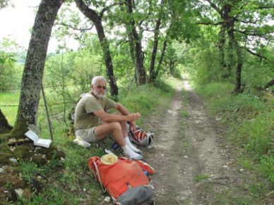 Walking in France: Lunch beside the track