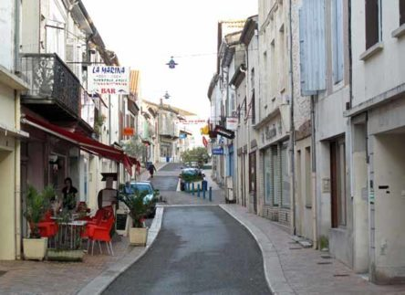 Walking in France: The Grand'Rue of Castillonnès