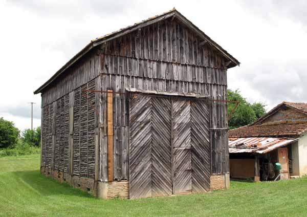 Walking in France: Prune-drying barn, Peyrebrune