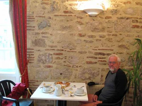 Walking in France: Breakfast in Aiguillon