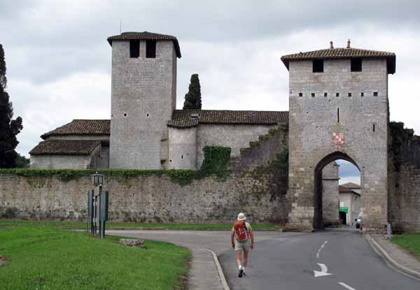 Walking in France: Arriving at the beautifully preserved bastide village of Vianne