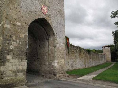 Walking in France: Vianne's imposing outer wall