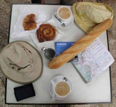 Walking in France: Second breakfast in Vianne