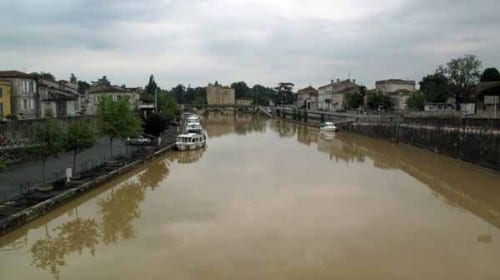 Walking in France: The muddy Baïse passing through Condom