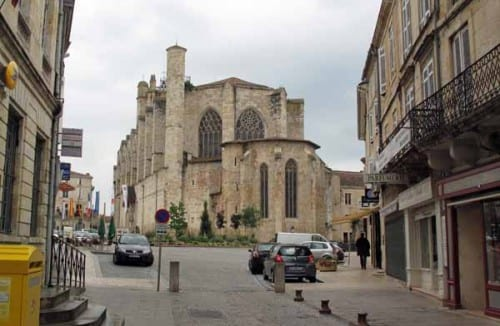 Walking in France: Condom cathedral squeezed into the town's main square