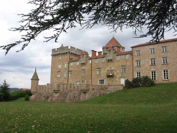 Walking in France: Château of Pluvy