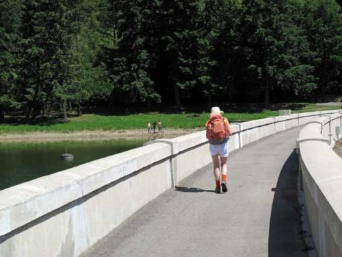 Walking in France: On the dam wall of the lake of Gimond
