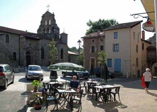 Walking in France: Second breakfast in Beauzac with the church and its bell-wall behind